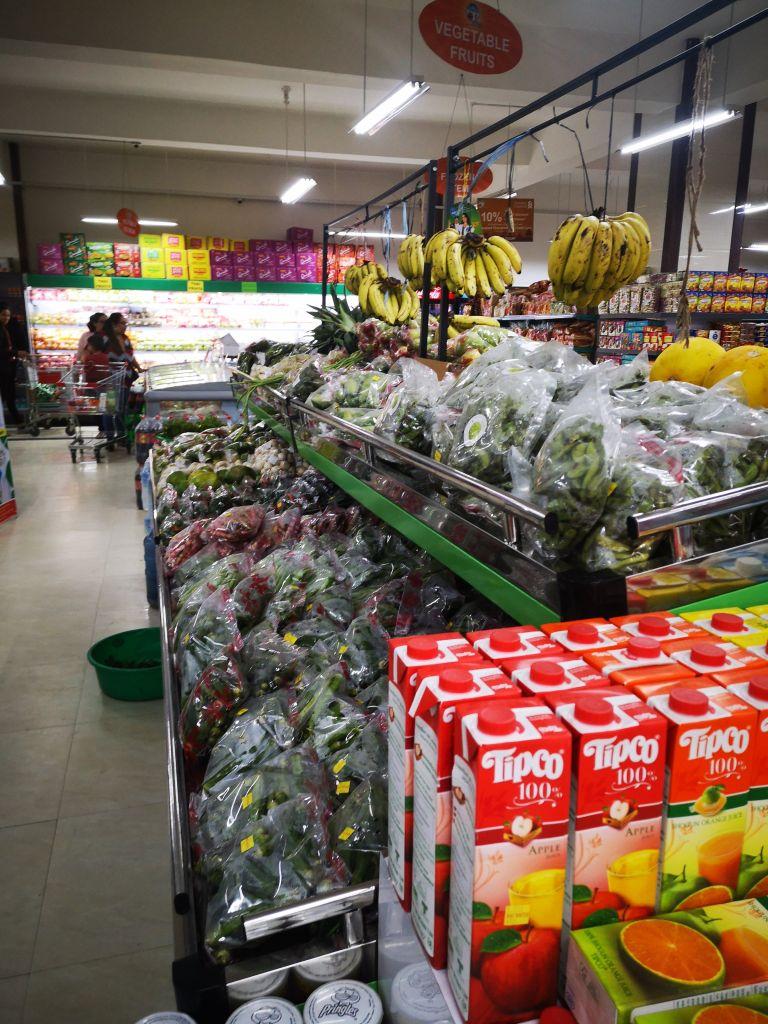 Im Supermarkt in Kathmandu gibt es viele vegane Lebensmittel