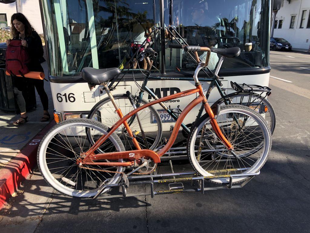 Fahrrad auf Bus