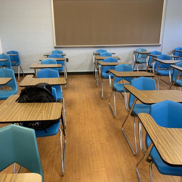 Blick in einen typischen Klassenraum.