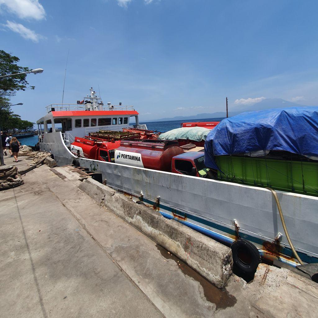 Benzinfähre nach Bali