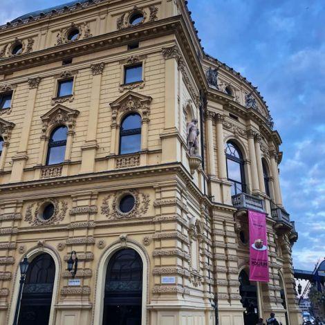 • Das Nationaltheater in Szeged: Auferstanden aus den Ruinen der Stadt im…