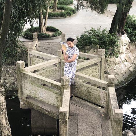 Chinesische Brücke mit Model
