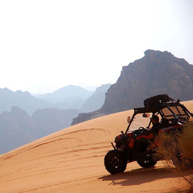So sehr ich Wandern bevorzuge, so schwierig ist es in der Wüste größere…