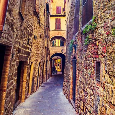 So unique and so much history 🥺 Die Stadt Volterra entstand bereits im 4.…