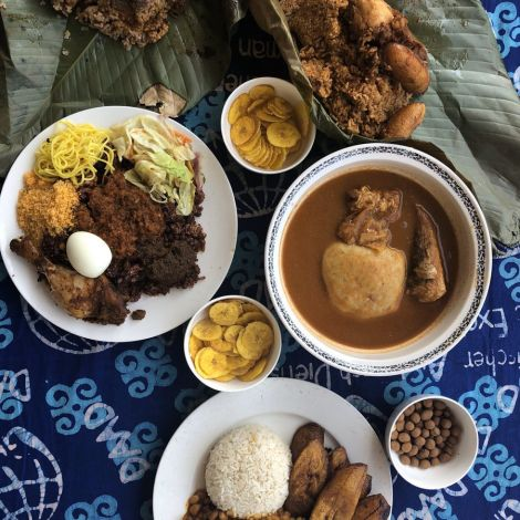 Ein kleines Mittagessen? Nicht in Ghana! Hier sind die Portionen riesig und…