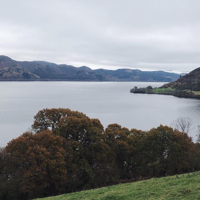 Loch Ness - Ist eben auch nur ein Gewässer. Die mystische Atmosphäre macht diesen Ort trotzdem sehenswert für mich.