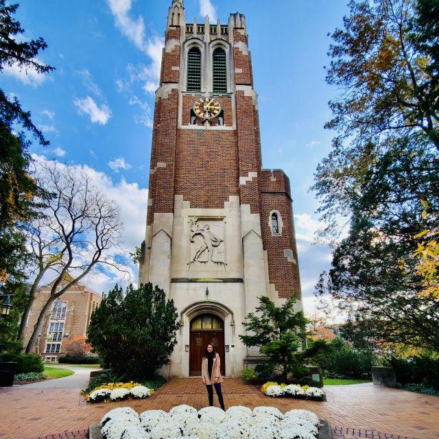 Ich als Freemover vor dem Wahrzeichen der Michigan State University - der Aufwand lohnt sich!