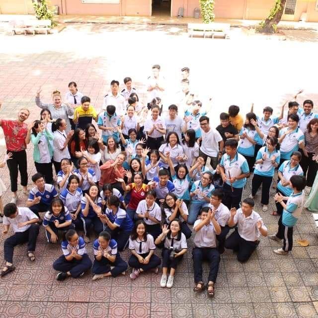 Ein Gruppenbild vom Workshop mit den Schülerinnen und Schülern