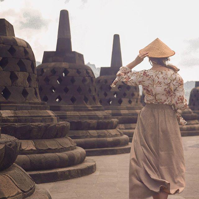 Sich angemessen kleiden. Bevor ich nach Zentral Java gekommen bin, habe ich mir…