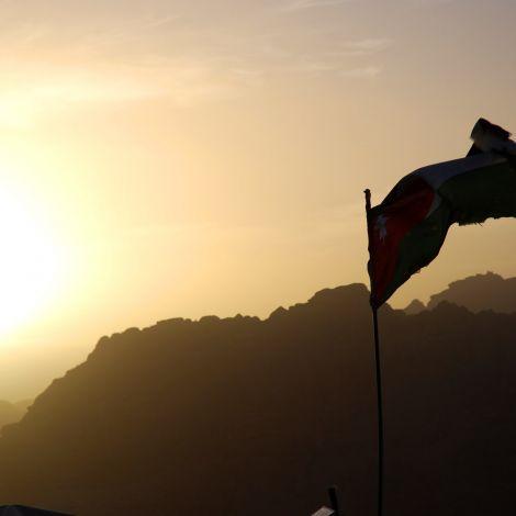 Sonnenuntergang nach einer langen Wanderung in Petra. …