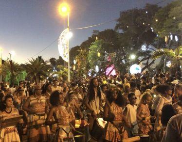 Bon' fèt kaf zot tout 🎊🎉 heute wurde auf #LaRéunion mit Paraden und…