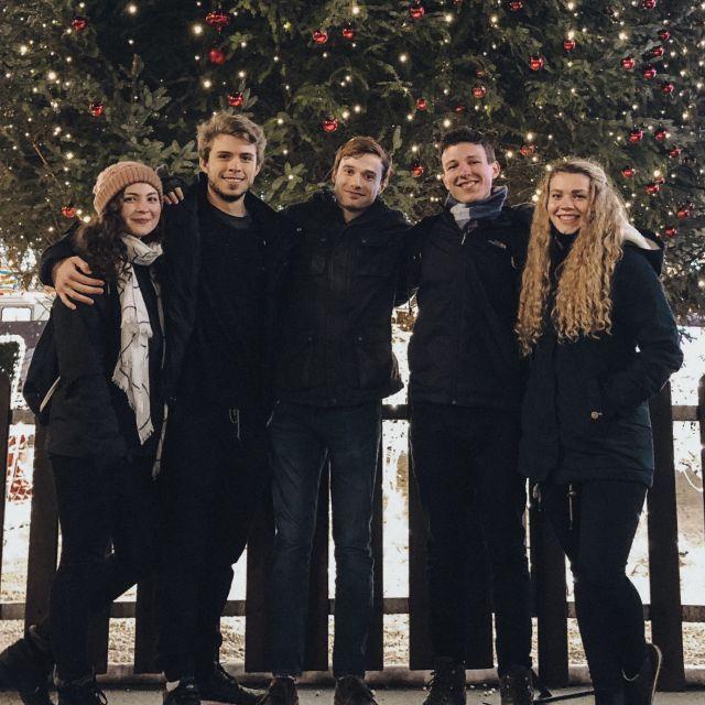 Auf dem Weihnachtsmarkt mit meinen Freunden