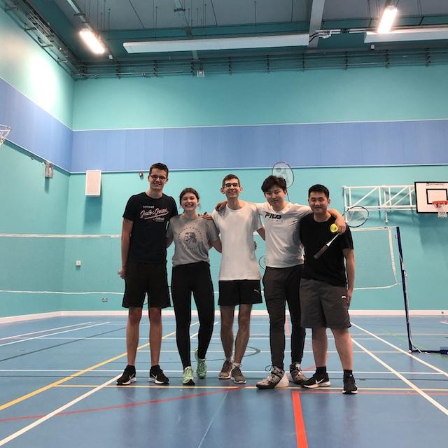 Beim wöchentlichen Badmintonspielen