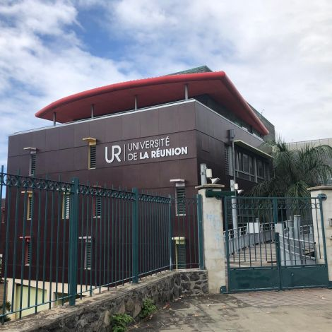 Das Verwaltungsgebäude der Universität