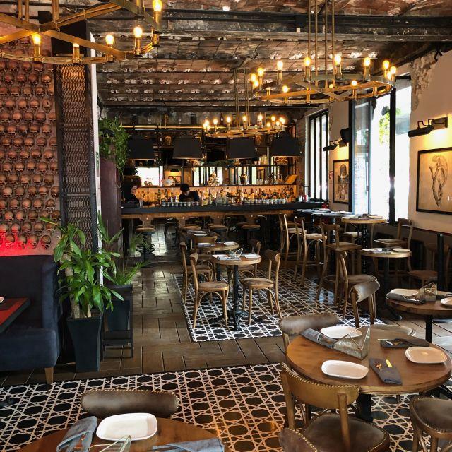 """Eine beliebte Bar in La Roma namens """"Gin Gin Bar"""""""