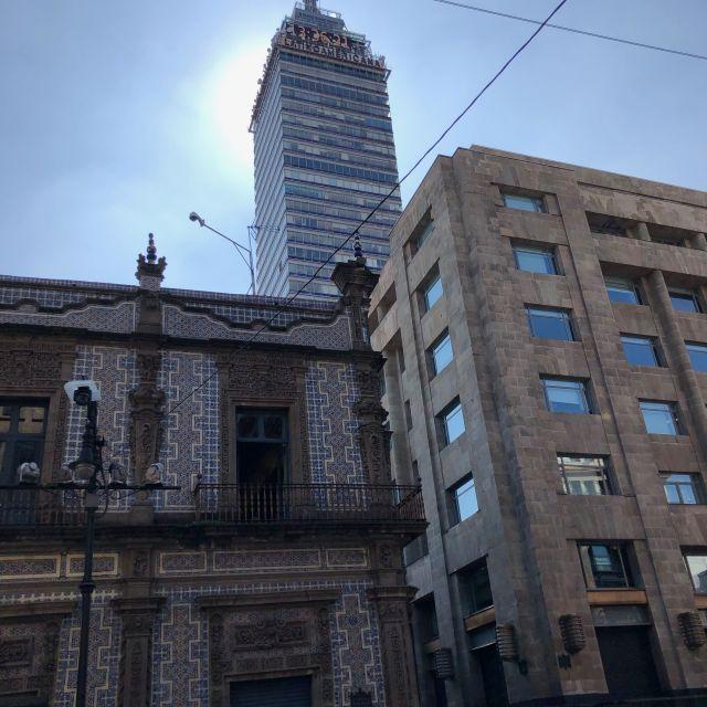 """Blick auf das Wahrzeichen von Mexiko-Stadt, den """"Torre Latinoamericana"""""""