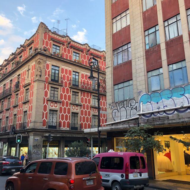 Eines von vielen baulich imposanten Gebäuden im El Centro