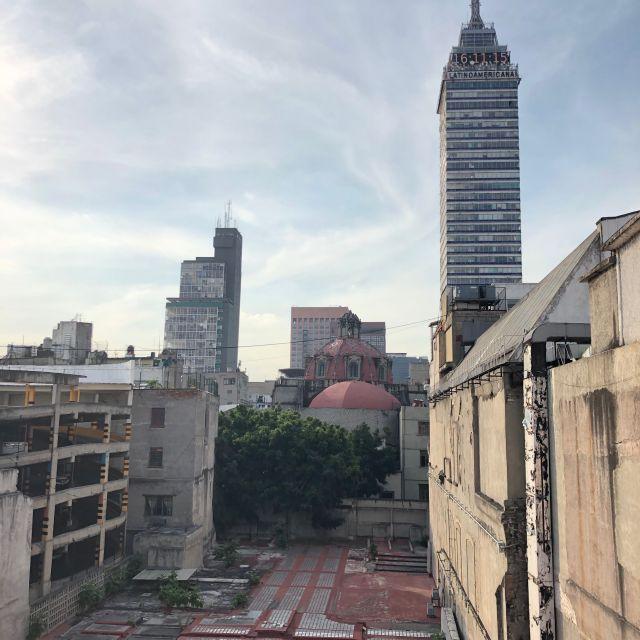 """Ein weiterer Blick auf das Wahrzeichen von Mexiko-Stadt (""""Torre Latinoamericana"""")"""