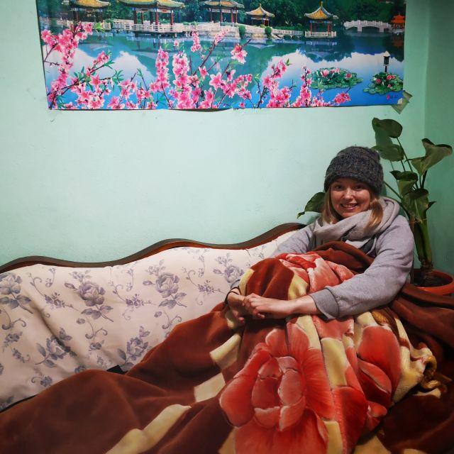 Drei Pullover, Schal, Mütze, Decke - so laufe ich aktuell Zuhause rum!