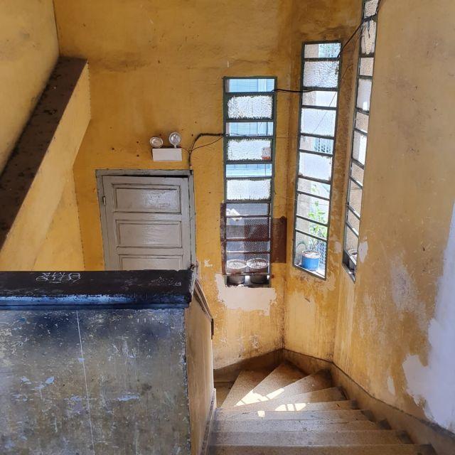 Das Treppenhaus in den Cafe Apartements.
