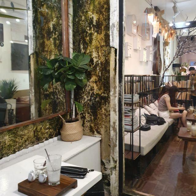 Eines der schönen Cafés in den Cafe Apartments.