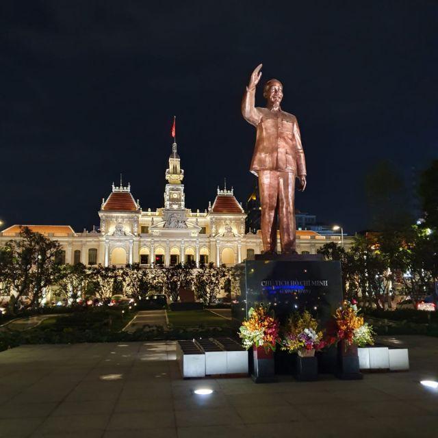Der Ho Chi Minh Square mit seiner Statue.