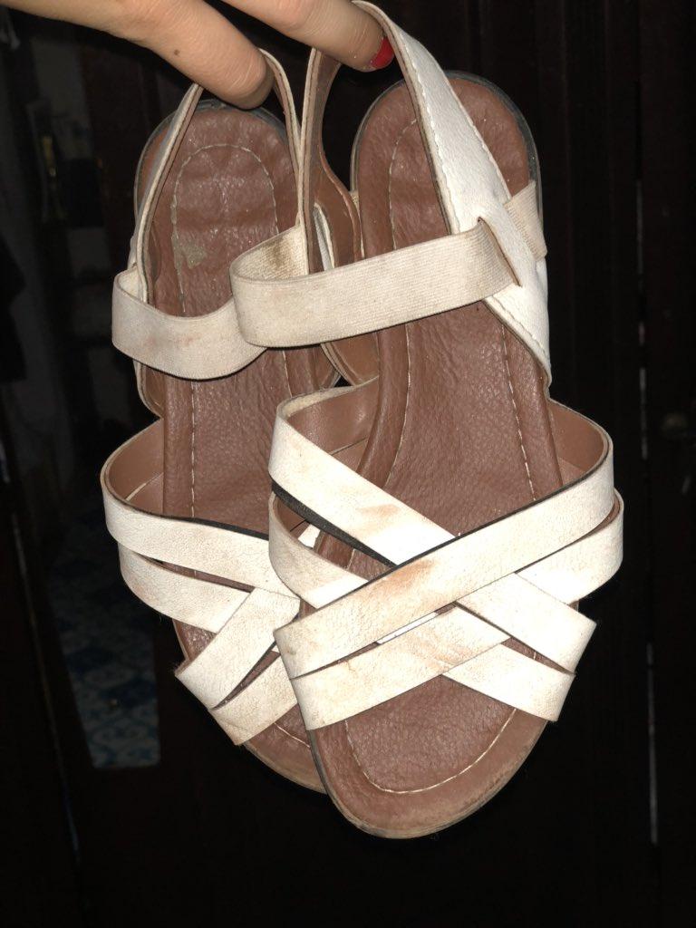 @lara__laluu Und so sehen meine weißen Sandalen nach 2 Monaten Ghana aus 😀…