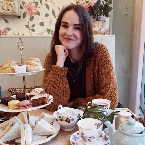 Friday afternoons are made for afternoon tea ☕️🧁🥪 #erlebees #london…