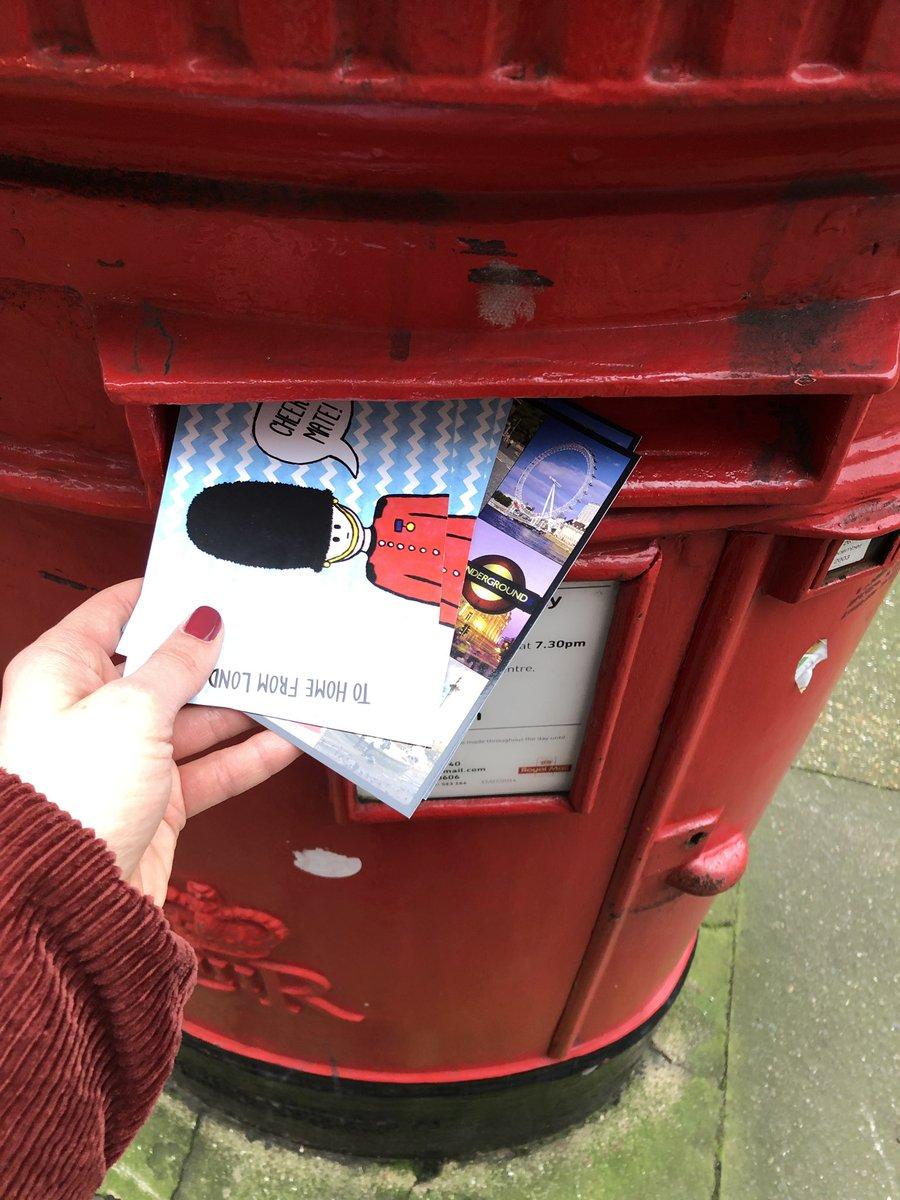 Am Tag meiner Abreise habe ich noch schnell einen Stapel Postkarten abgeschickt.