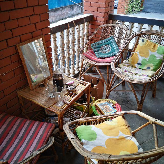 Auf der kleinen Terrasse kann man nachmittags die Sonne genießen.