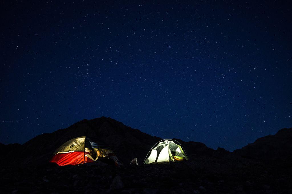 Zelten unter einem Sternenhimmel