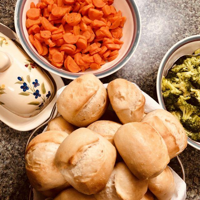 Schalen mit Essen an Thanksgiving.