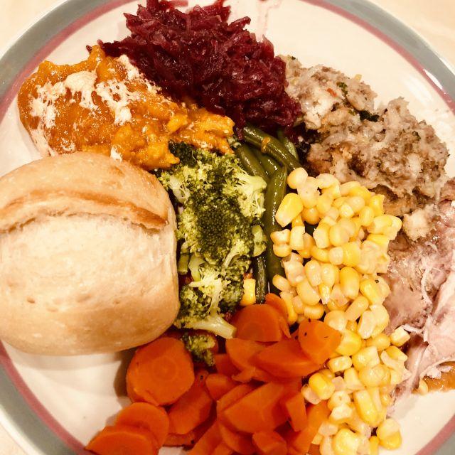 Ein gefüllter Teller an Thanksgiving.