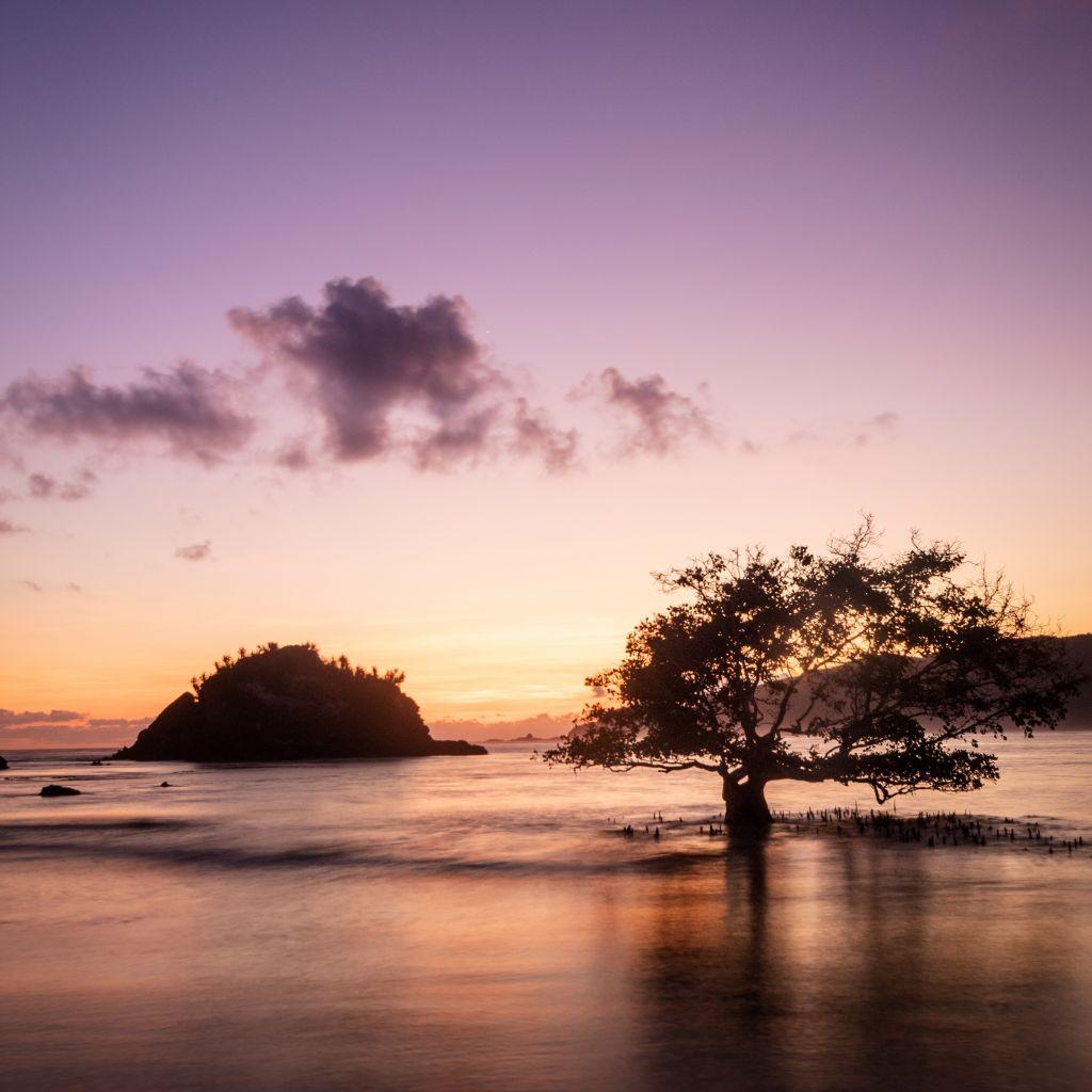 Sonnenuntergang auf der Nachbarinsel Lombok.
