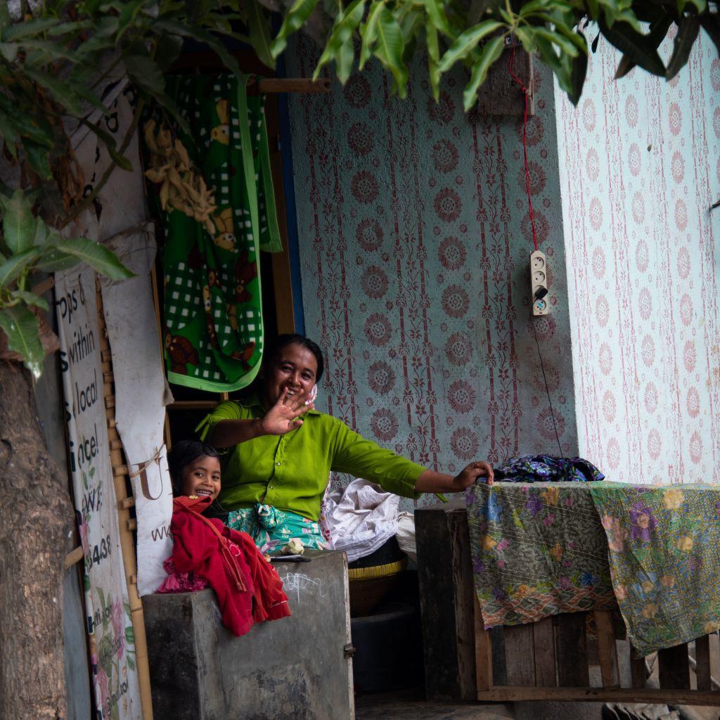 Bewohner eines kleinen Dorfes im Osten Balis.