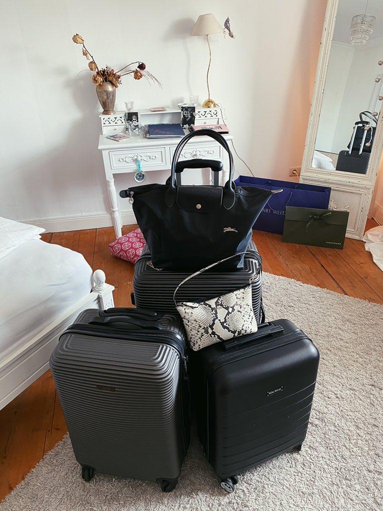 3 Koffer, 2 Taschen, 1 Filmteam - auf nach Wien!…