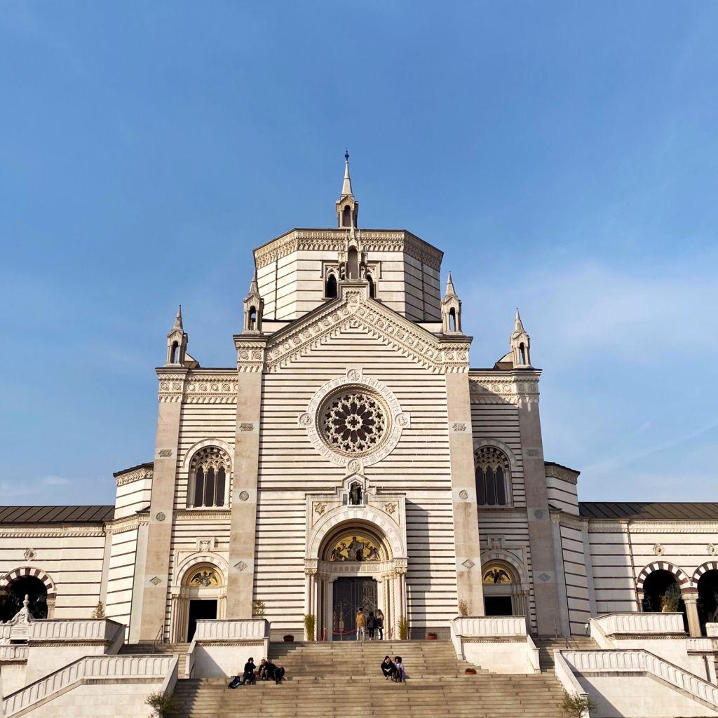 Das Famedio Cimitero Monumentale am Eingang des Friedhofs
