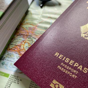 Reisepass mit Weltkarte