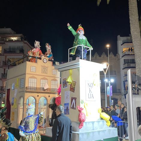 Verkleidete Menschen zeigen ihre Unterstützung für die Unabhängigkeit Kataloniens.
