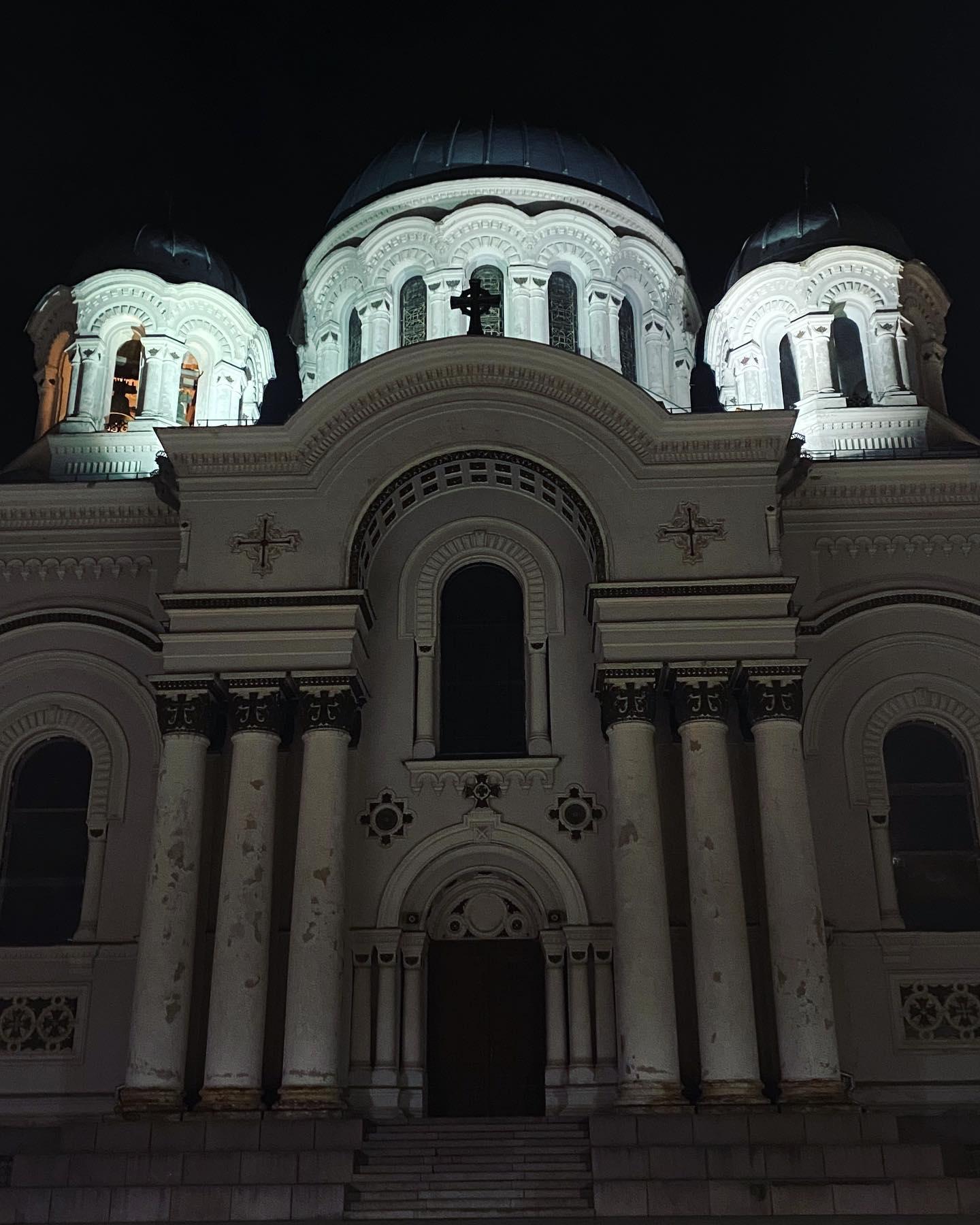 Kaunas bei Nacht #kaunastic #kaunas #erlebees @studierenweltweit