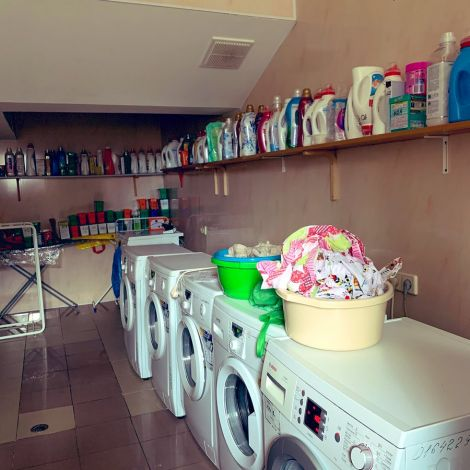 So sah bei uns im Wohnheim der Waschraum aus. Kostenlos - nur Waschmittel…