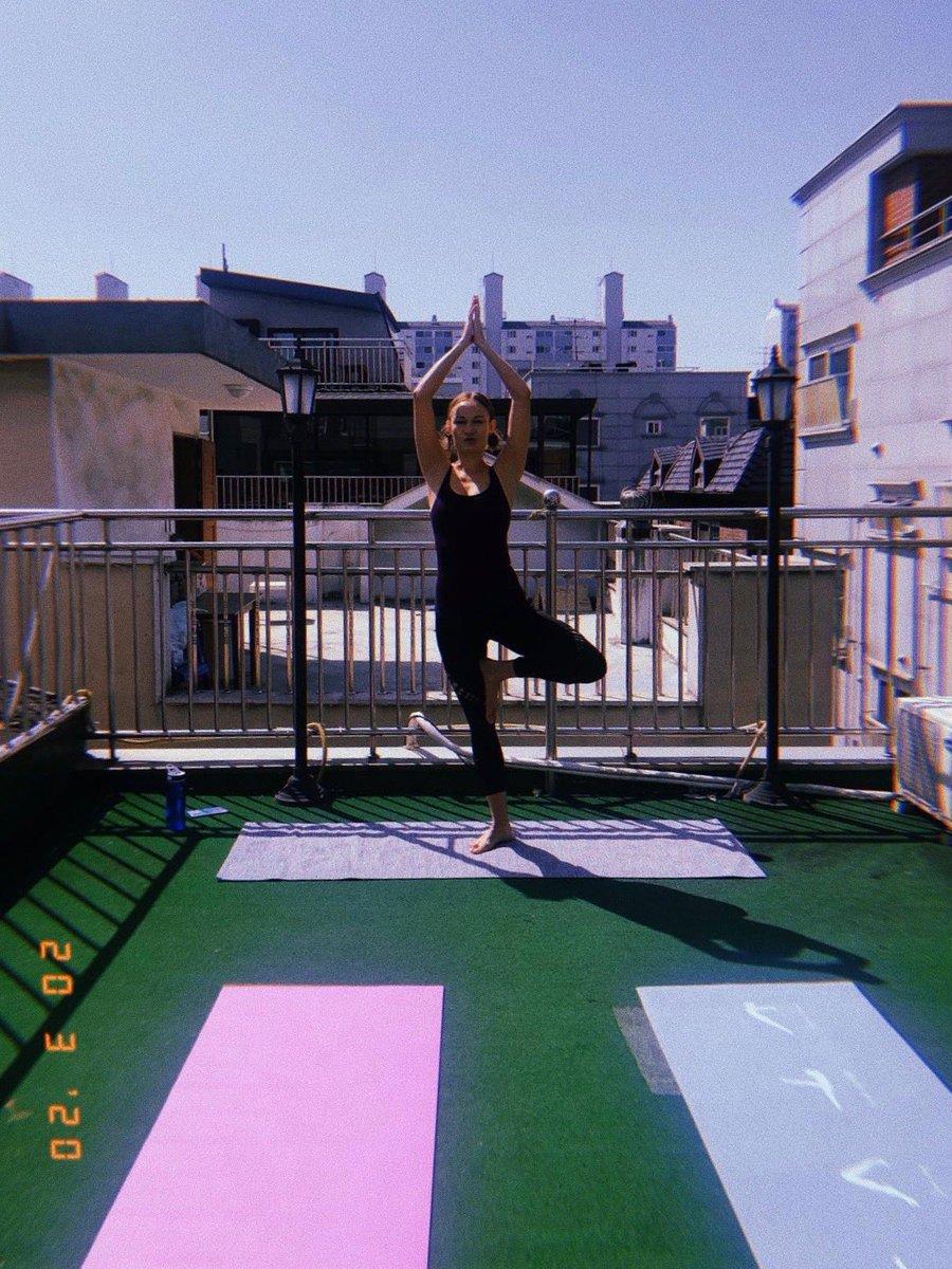 Heute war Yoga über den Dächern von #Seoul angesagt. Ich bin dankbar für die…