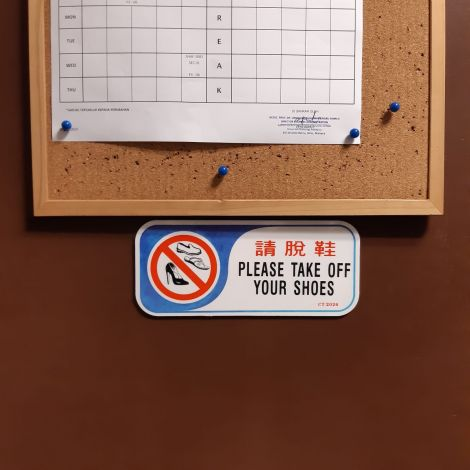Schild Schuhe aus Büro/Raum