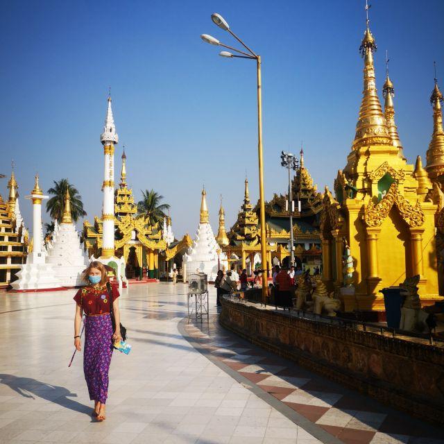 Die Shwedagon Pagoda in Yangon durften wir nur mit Maske besuchen.