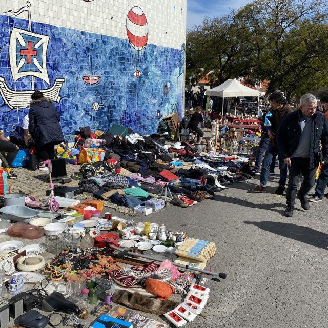 Flohmarktstand auf der Feira da Ladra.