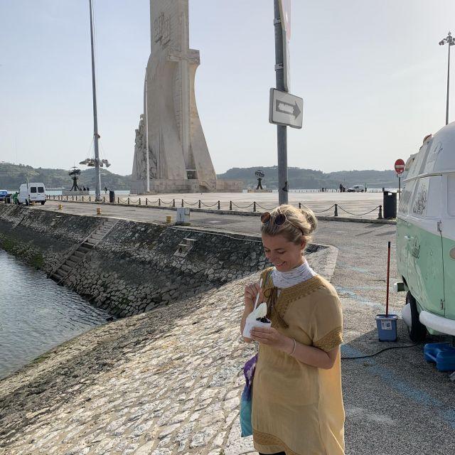 Frau in Belém mit Frozen Yoghurt.