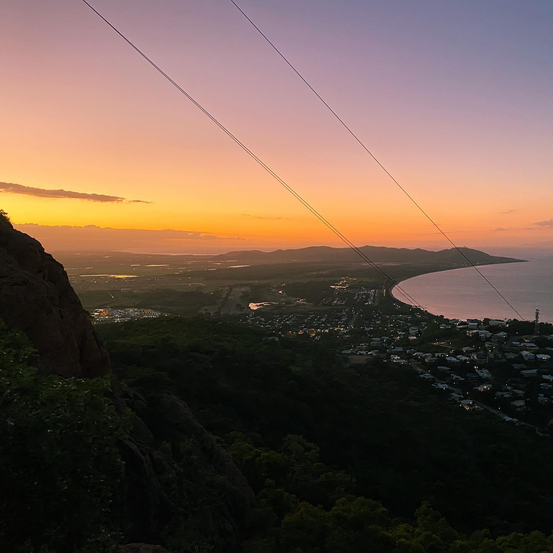 Sunset at Castle Hill ☀️ #erlebees #studierenweltweit #australia