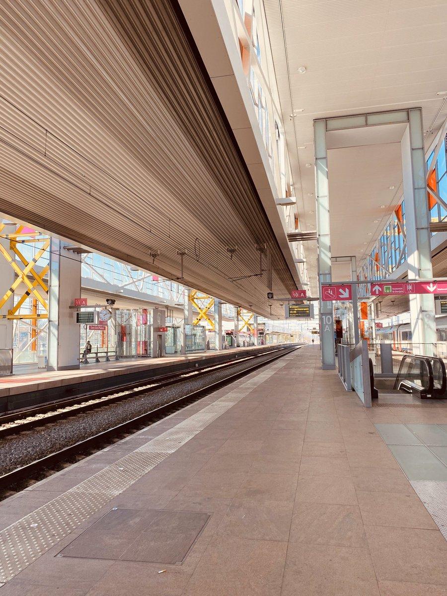 Ich weiß noch als mich die pinken Schilder am Bahnhof von Gent vor 2 Monaten…