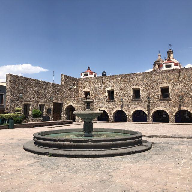 Springbrunnen mit Museum im Hintergrund