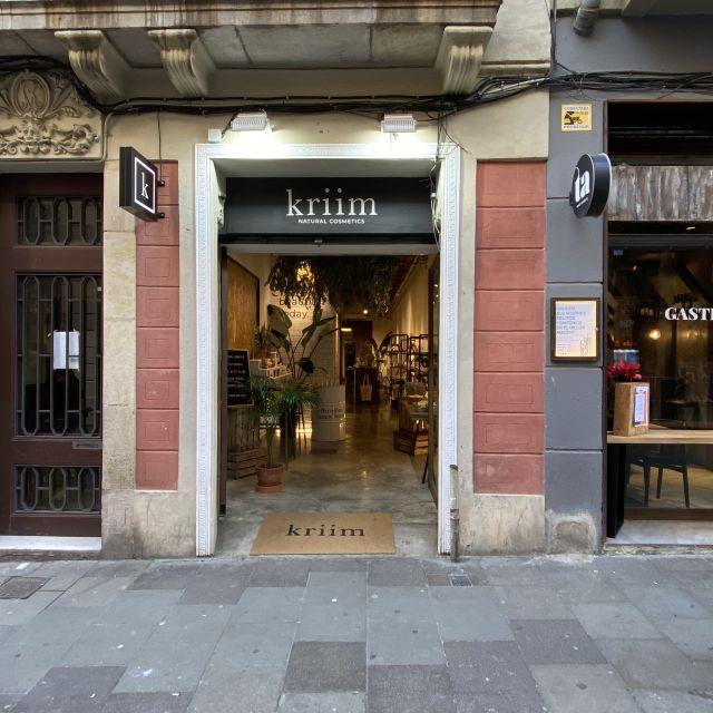 Der Eingang eines Kosmetik Geschäftes